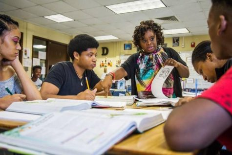 Chiquita Dinkins teaches a unit on photosynthesis to students at the old Northeast High School in Macon in 2018.