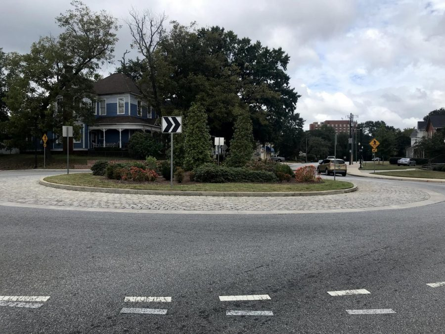 This+roundabout+at+College+and+Oglethorpe+streets+in+Macon+opened+in+2014+and+has+helped+reduce+the+number+of+traffic+accidents%2C+officials+say.
