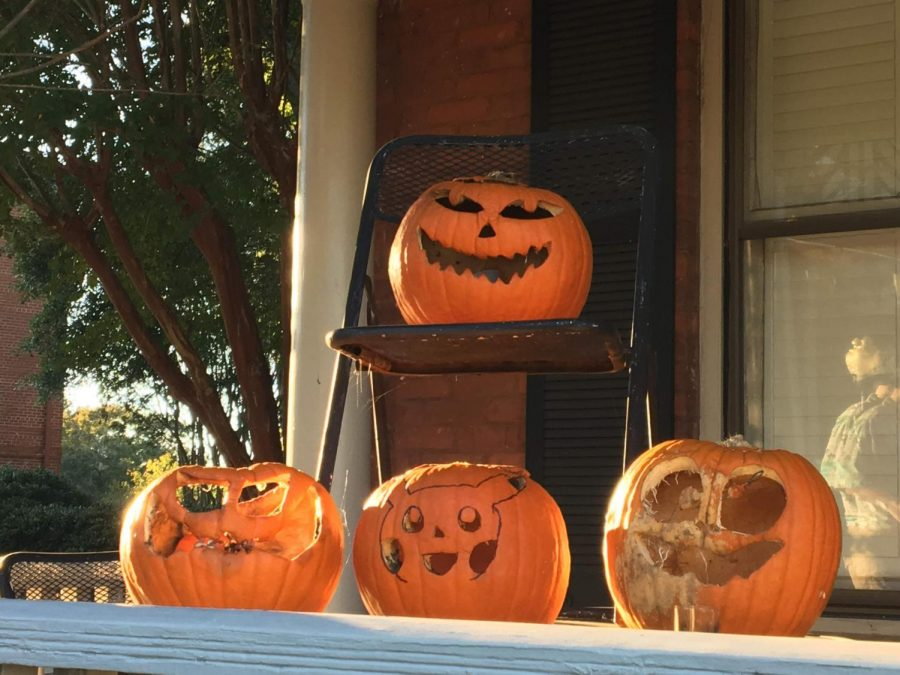Episcopal+and+Lutheran+Fellowship+%28ELF%29+is+ready+for+Halloween+with+these+decorative+jack-o%27-lanterns.
