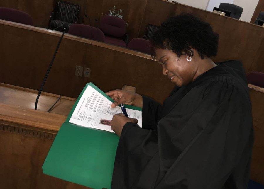 Macon-Bibb+County+Municipal+Judge+Crystal+Jones+signs+her+first+warrant+after+her+swearing-in+ceremony+Thursday+at+Government+Center.+%0A