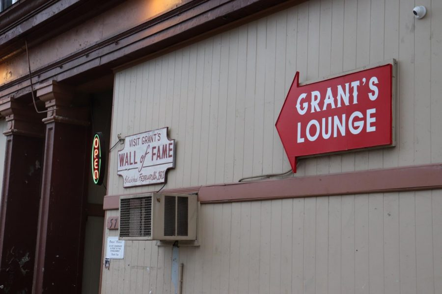 Entrance+of+Grant%27s+Lounge+at+576+Poplar+Street.
