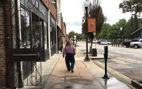 Until the end of the year, licensed vendors will get a reduced rate to set up shop on Macon-Bibb County public sidewalks to help people make money during the COVID-19 pandemic.