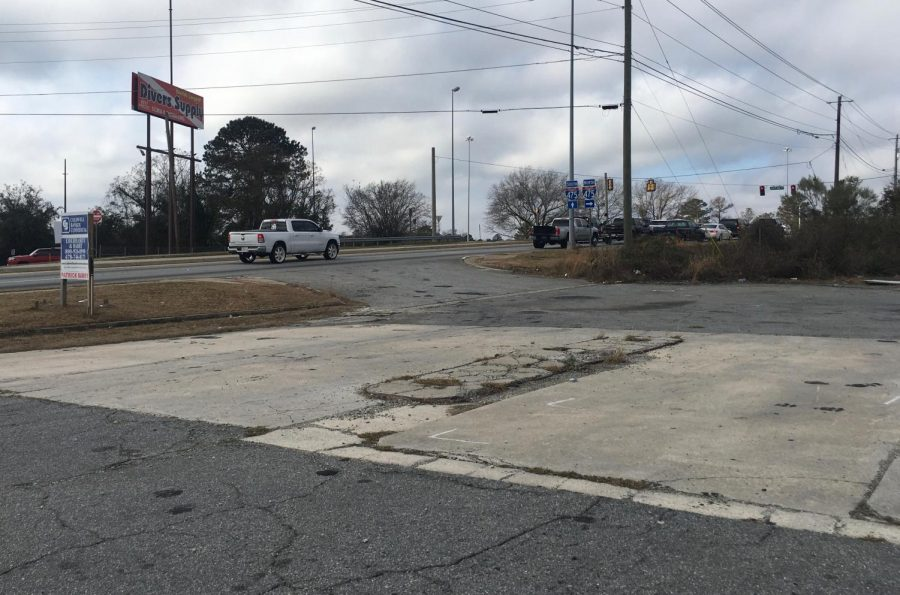 A new QuikTrip convenience store will be built on this vacant lot on Mercer University Drive near the Interstate 475 entrance ramp.