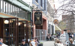 Patrons dine outdoors at the Barefoot Tavern in downtown Macon. Photo by Daniel Shumake